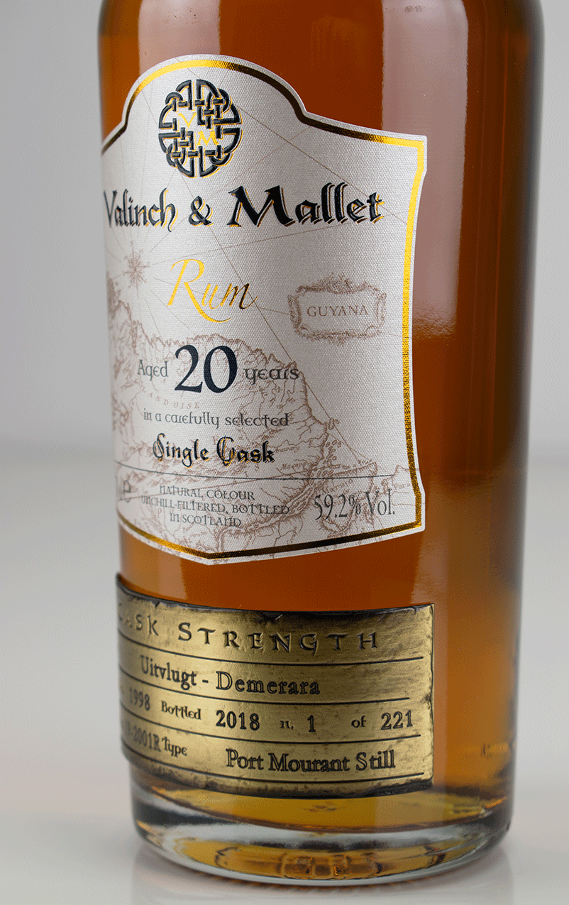 Uitvlugt 20 label 2 Valinch & Mallet Pure Single Rum